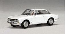 Alfa Romeo 1750 GTV White 1:43 AUTOart 50103