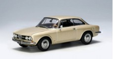 Alfa Romeo 1750 GTV Gold 1:43 AUTOart 50104