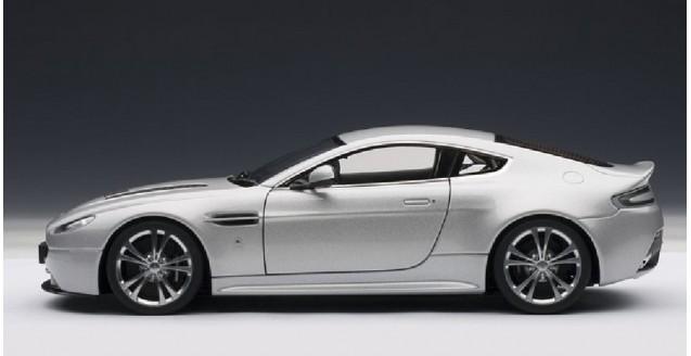 ... Aston Martin V12 Vantage Silver 1:18 AUTOart 70206
