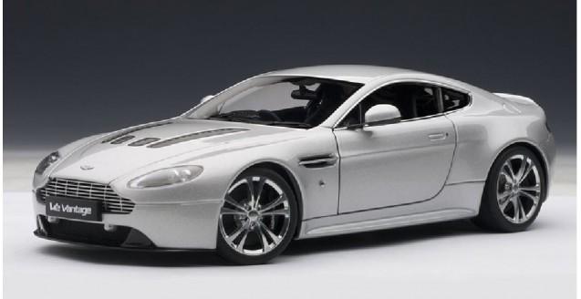 Aston Martin V12 Vantage Silver 1:18 AUTOart 70206 ...