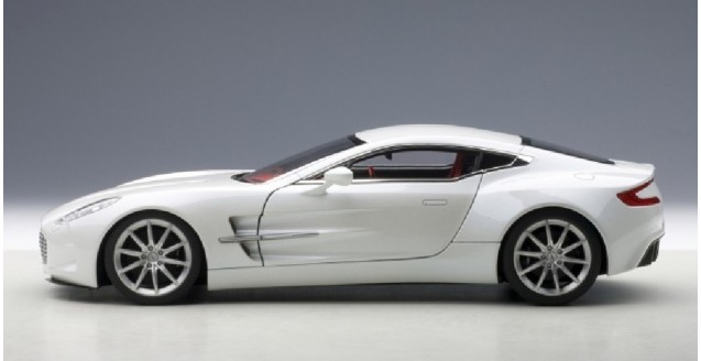 Attractive ... Aston Martin One 77 White 1:18 AUTOart 70244 ...