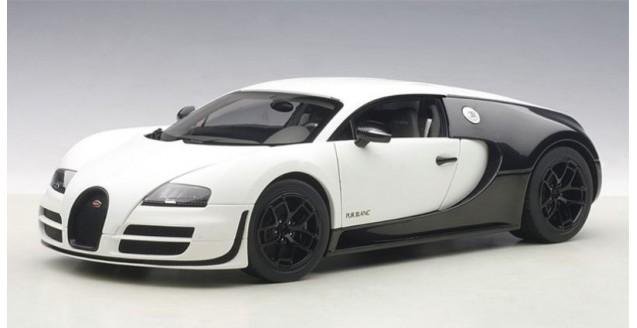 Bugatti Veyron 16.4 Super Sport Year 2012 Mat White / Carboxylic Black 1:18  AUTOart 70933