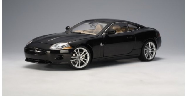 autoart 73632 jaguar xk 2006 coupe black 1 18. Black Bedroom Furniture Sets. Home Design Ideas
