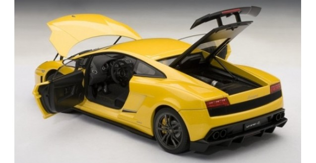 autoart 74658 lamborghini gallardo superleggera yellow 1 18. Black Bedroom Furniture Sets. Home Design Ideas