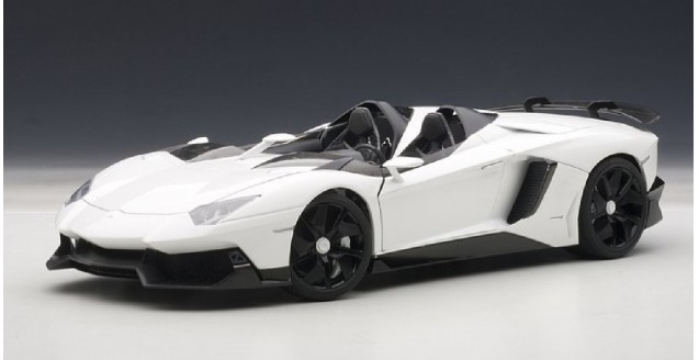AUTOart 74674 Lamborghini Aventador J White 1:18