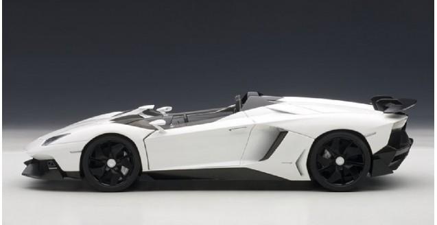 Autoart 74674 Lamborghini Aventador J White 1 18