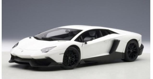 Lamborghini Aventador LP720-4 White 1:18 AUTOart 74683