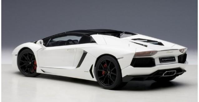 lamborghini aventador lp 700 4 roadster bianco isis white 118 autoart 74696 - Lamborghini Aventador Roadster White