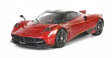 Pagani Dinastia 2015 Special China Version Red / Carbon Fiber Con Vetrina with Case 1:18 BBR Models BBR P18126A