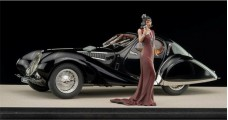 Talbot Lago T150 C-SS Teardrop year 1937-1939 with figure and Showcase 1:18 CMC M-166TC