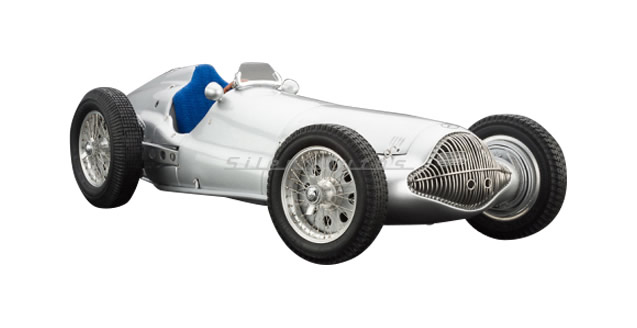 Mercedes-Benz W154 1938 Silver 1:18 CMC M-025