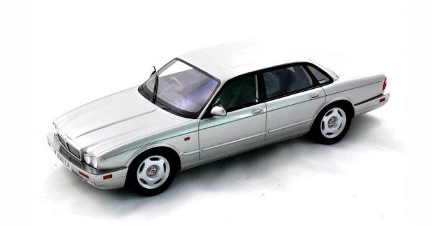Jaguar XJR X300 1995 Metalic Silver 1:18 Cult Scale Models CML052-3