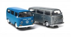 Volkswagen T2A Type 2 Bus 2 Car Set 1968-1970 Blue & Raw Metal 1:64 GREENLIGHT 29819