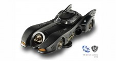 BATMOBILE BATMAN RETURNS Black 1:18 Hot Wheels BLY24
