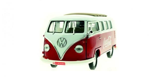 Coca-Cola VW Minibus Cargo Van 1962 Red White 1:18  Motorcity Classics 397471
