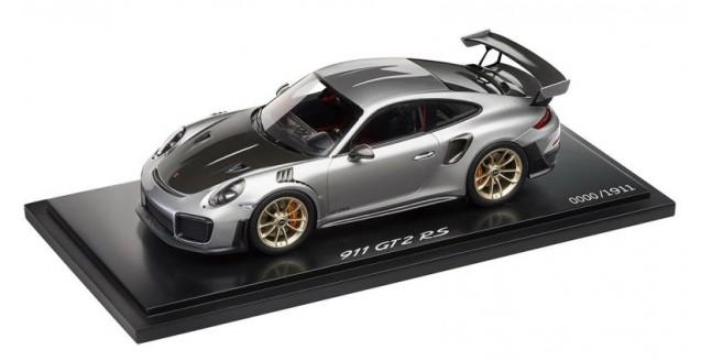 Porsche 911 GT2 RS Model Car Silver Metallic (Limited Edition) 1:18 Spark WAP0211510J