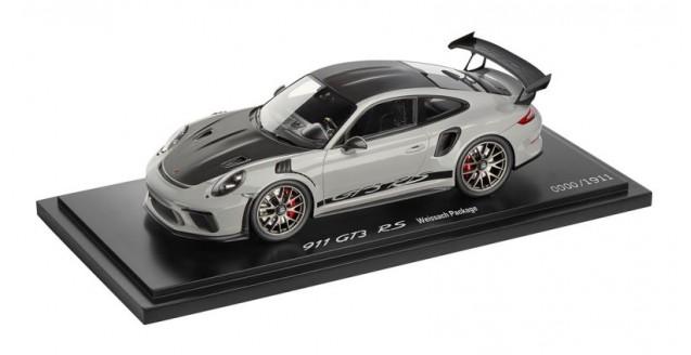 Porsche 911 (991 II) GT3 RS Weissach Package Chalk Grey / Black with Showcase 1:18 Spark WAP0211550J