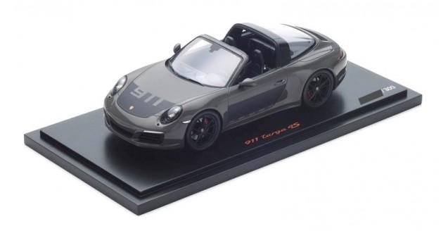 Porsche 911 (991 II) Targa 4S 2017 Dark Grey / Black with Case 1:18 Spark WAX02100029