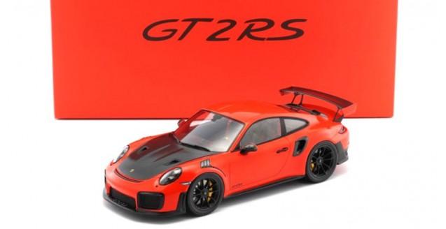 Porsche 911 (991) GT2 RS 2017 Lava Orange with Case 1:18 Spark WAX02100036