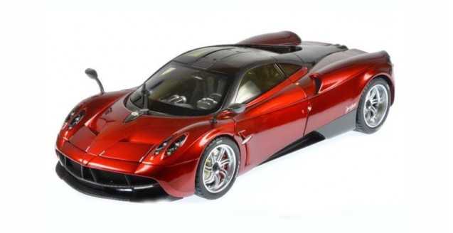 Welly WEL11007RED Pagani Huayra Red 1:18